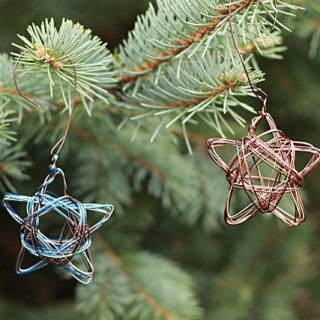 Wire Star Ornaments from www.alyssaandcarla.com