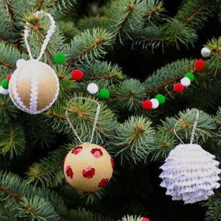 diy ornaments from www.alyssaandcarla.com