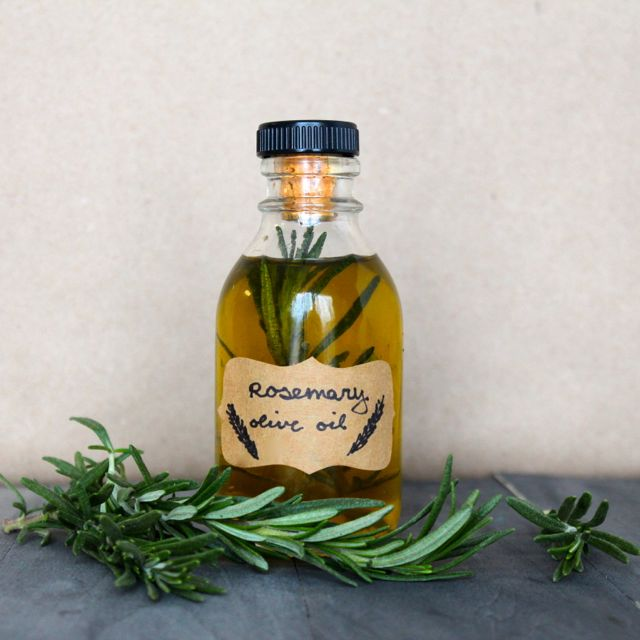 Infused Olive Oils: Spicy Garlic Oil & Rosemary Oil - Alyssa and Carla