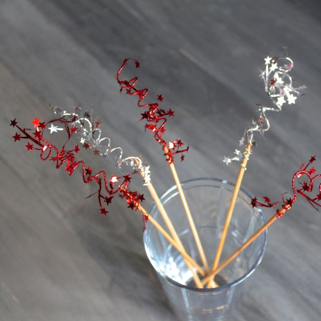 wire star garland swizzle sticks from www.alyssaandcarla.com