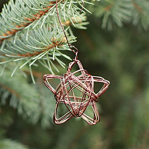 wire star ornament from www.alyssaandcarla.com