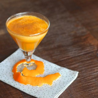 pear, mandarin orange and ginger juice from www.alyssaandcarla.com