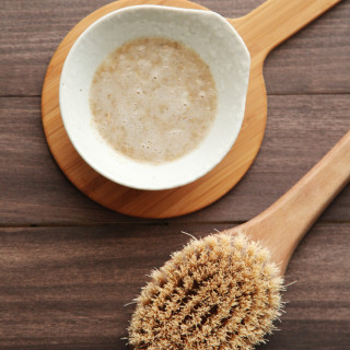 DIY Exfoliating Oatmeal Body Scrub from alyssaandcarla.com