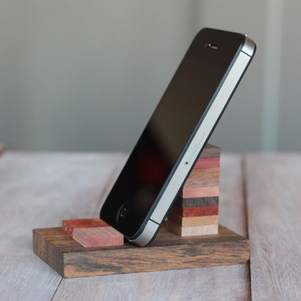 diy wood cell phone stand from www.alyssaandcarla.com