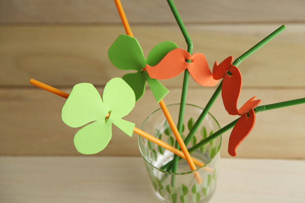 DIY St Patricks Day Party Straws from alyssaandcarla.com