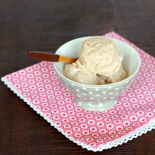chai ice cream from www.alyssaandcarla.com