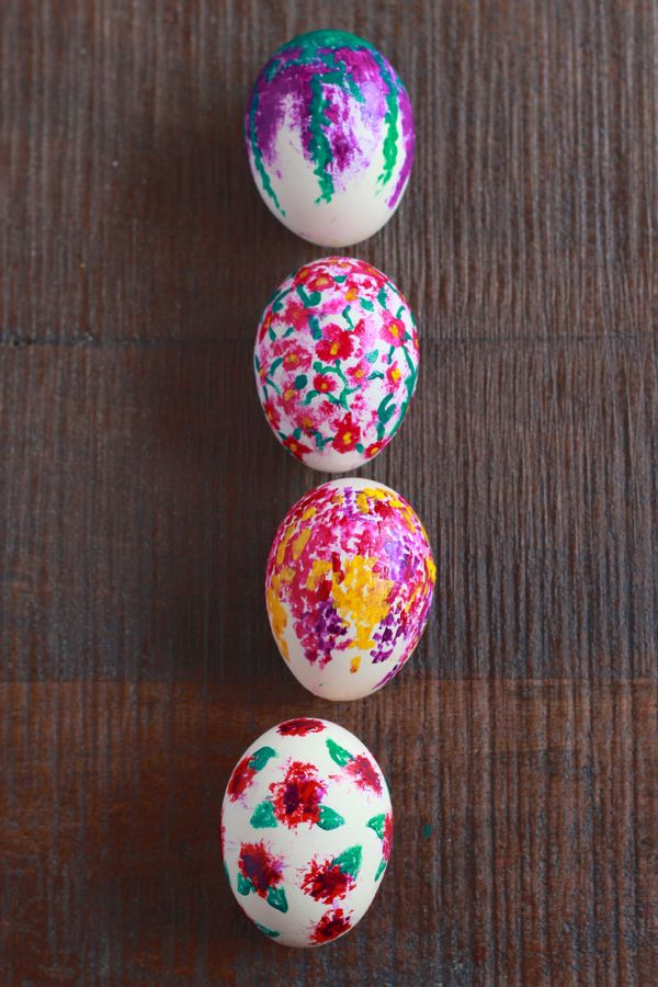 floral easter eggs from www.alyssaandcarla.com