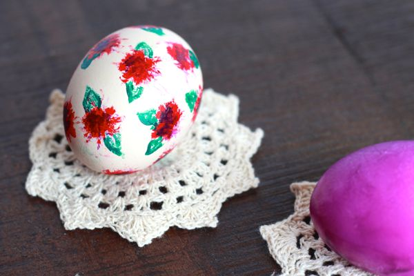 red floral easter egg from www.alyssaandcarla.com