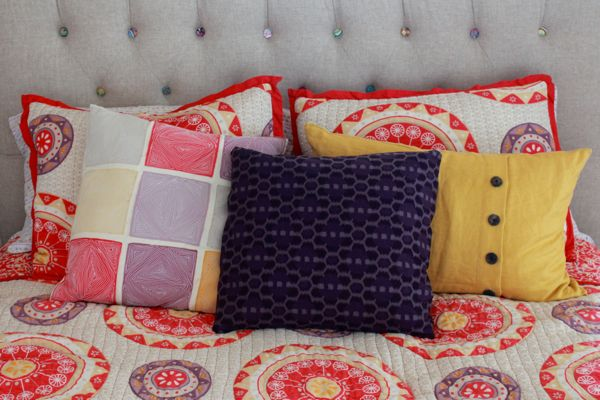 diy no sew pillowcase at www.alyssaandcarla.com