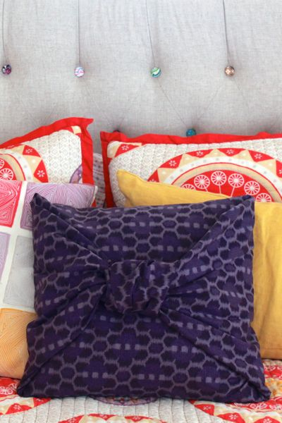 diy no sew pillowcase from www.alyssandcarla.com