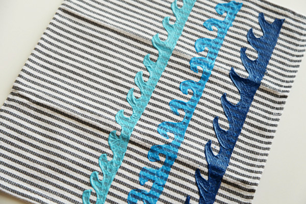 DIY Wave Kitchen Towel from alyssaandcarla.com