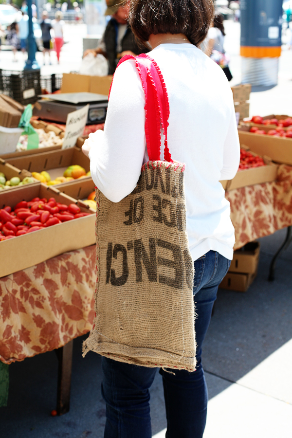 DIY Burlap Market Bag from www.alyssaandcarla.com