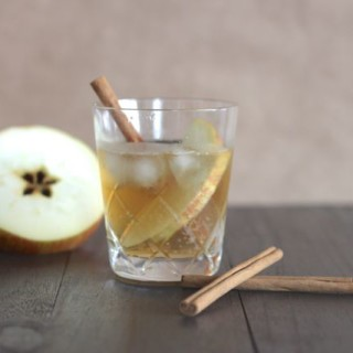 Fantastic Fall Fizz (a Bourbon and Ginger Ale Cocktail!)