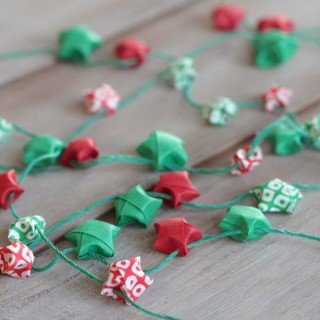 diy origami star garland at www.alyssaandcarla.com sq