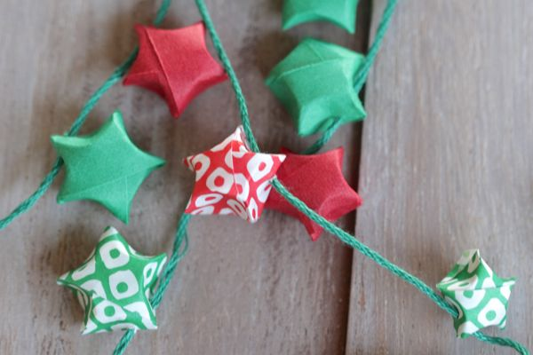 diy origami star garland at www.alyssaandcarla.com