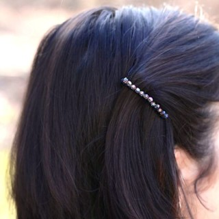 DIY beaded hair accessory at www.alyssaandcarla.com