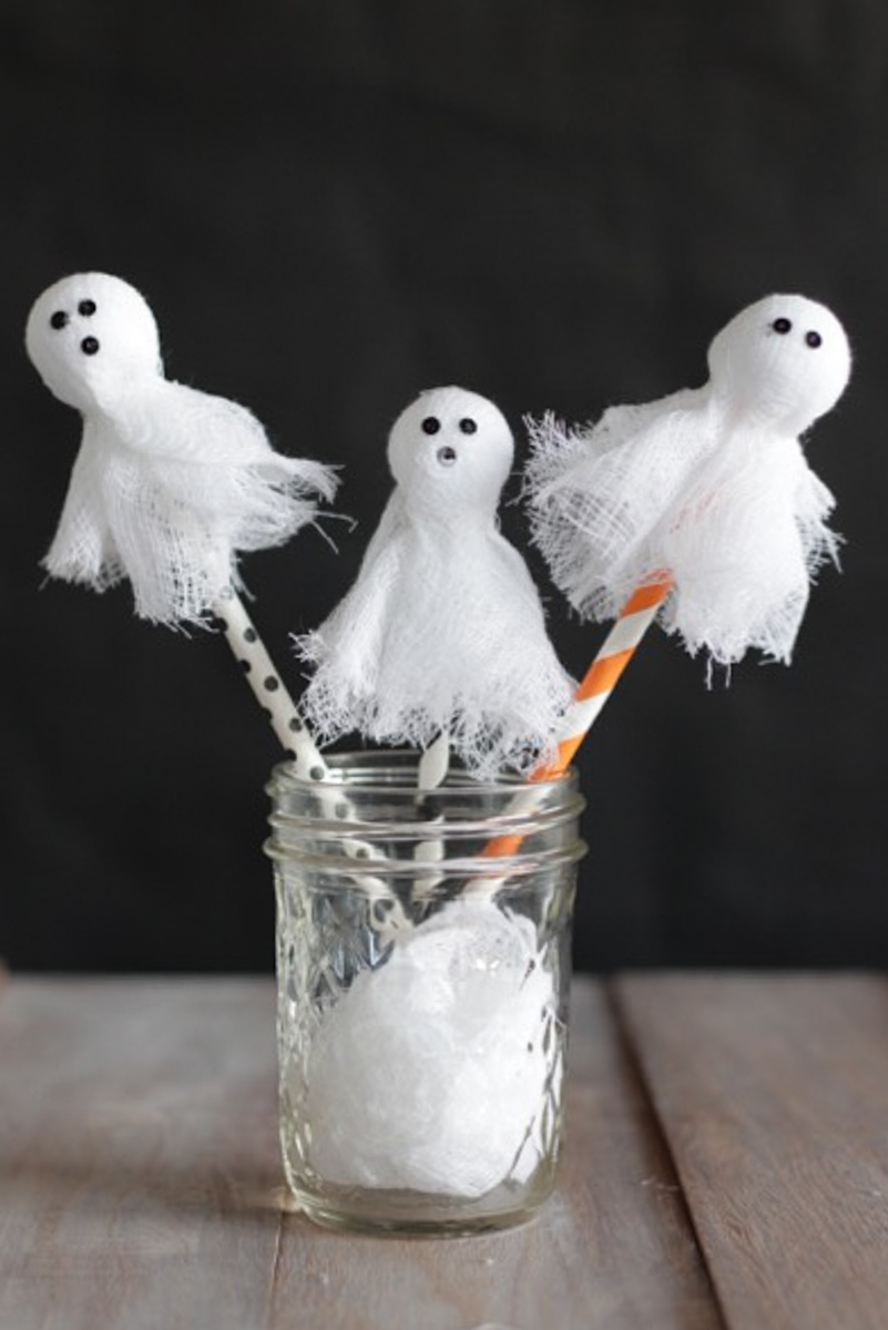 These cute little cheesecloth ghosts make perfect swizzle sticks, cake toppers, and more! |Alyssa & Carla
