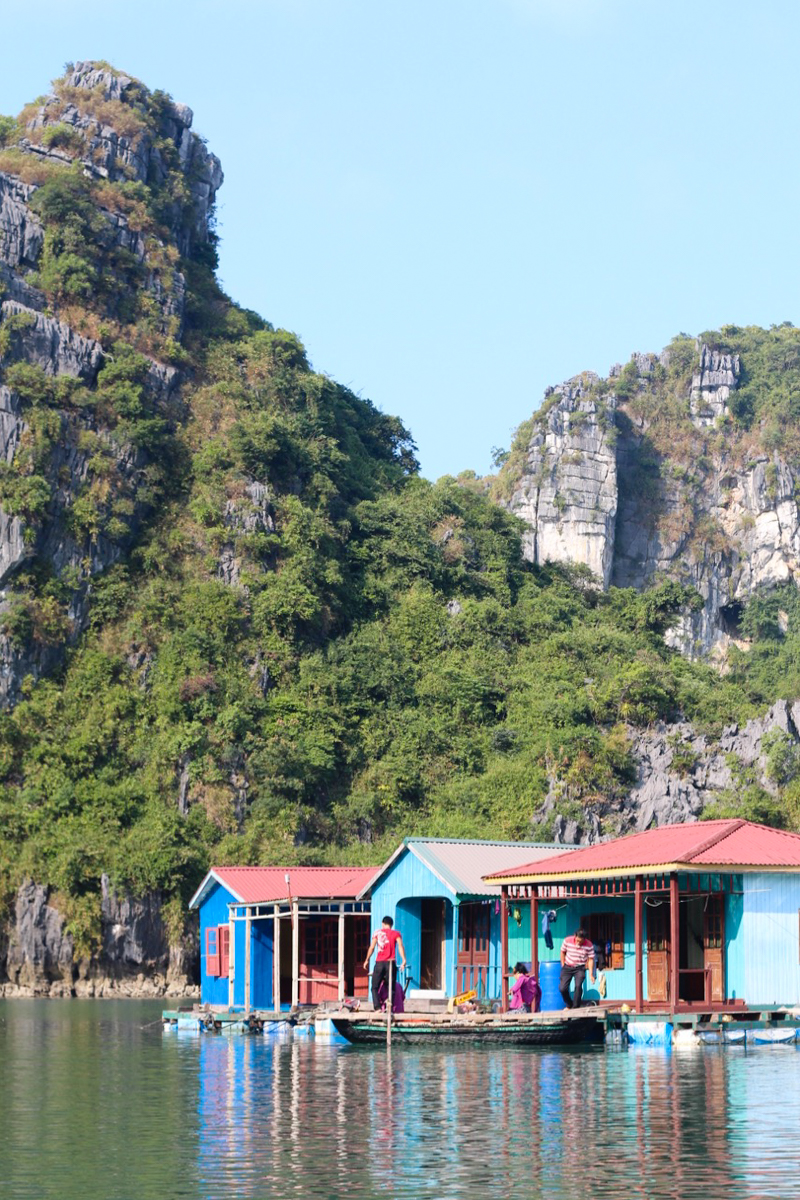 10 (+3 bonus) tips to prepare for travel to Southeast Asia - a floating fishing village in Haalong Bay, Vietnam