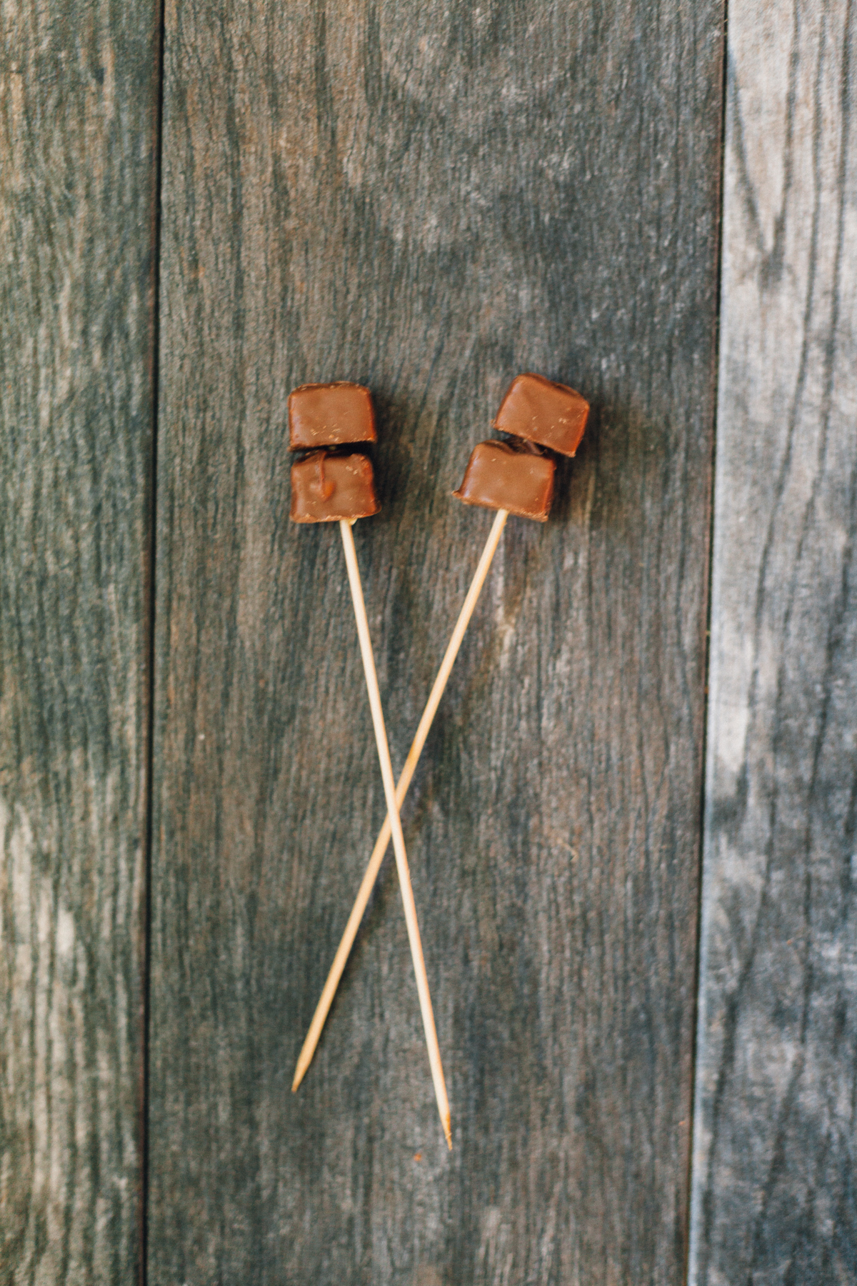 Perfect for summer: Peanut Butter Milkshakes with Snickers Skewers | Alyssa & Carla