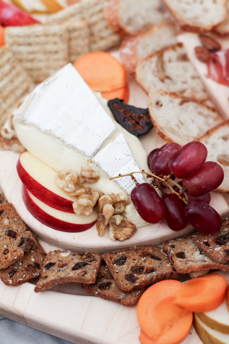 uncommongoods-cheese-board-17